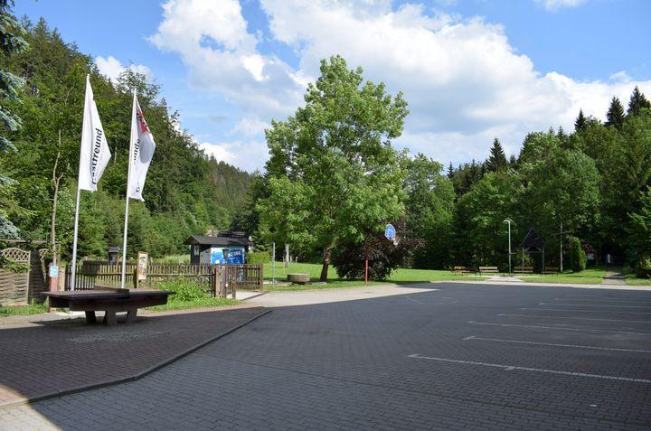 Hof, Spielwiese und Lagerfeuerstelle der Strobel-Mühle Pockau
