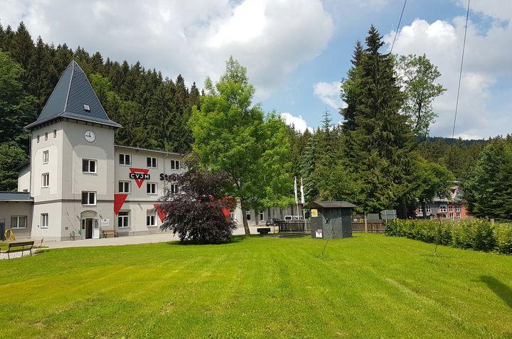 Strobel-Mühle Pockau mit Blick zur Kletterhalle