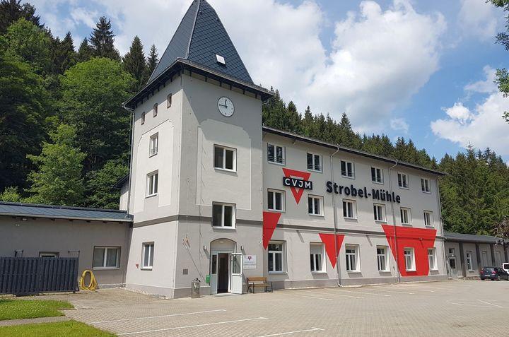 die Strobel-Mühle mit frisch gestrichener Fassade